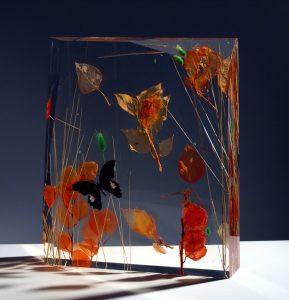 LORENZO VISCIDI BLUER, Mystic Flight – Opus 33, piante e farfalle inglobate nel plexiglas, cm 43x36x7, 2019